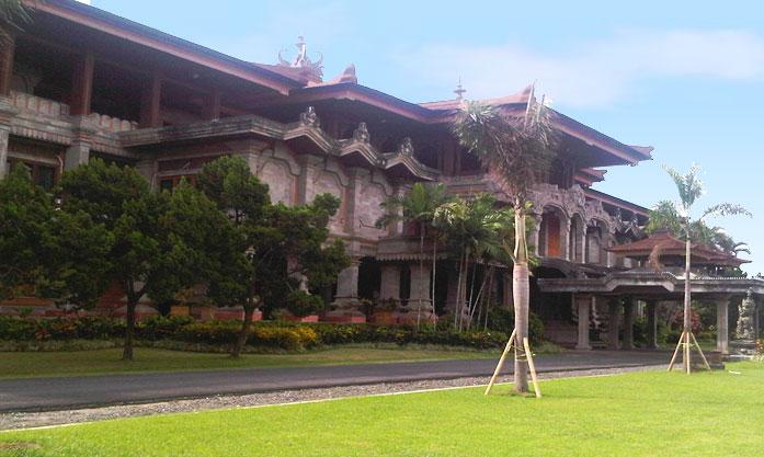 Gedung DPRD Renon – Bali